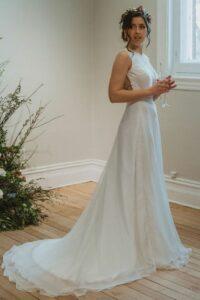 Bérénice est une jupe de mariée qui souhaite de l'élégance avec son chiffon de soie.