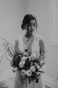 Pour une mariée audacieuse, romantique dans un style bohème moderne.