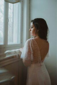 Robe de mariée bohème en crêpe de satin, associez à un top effet bohème et contemporain!